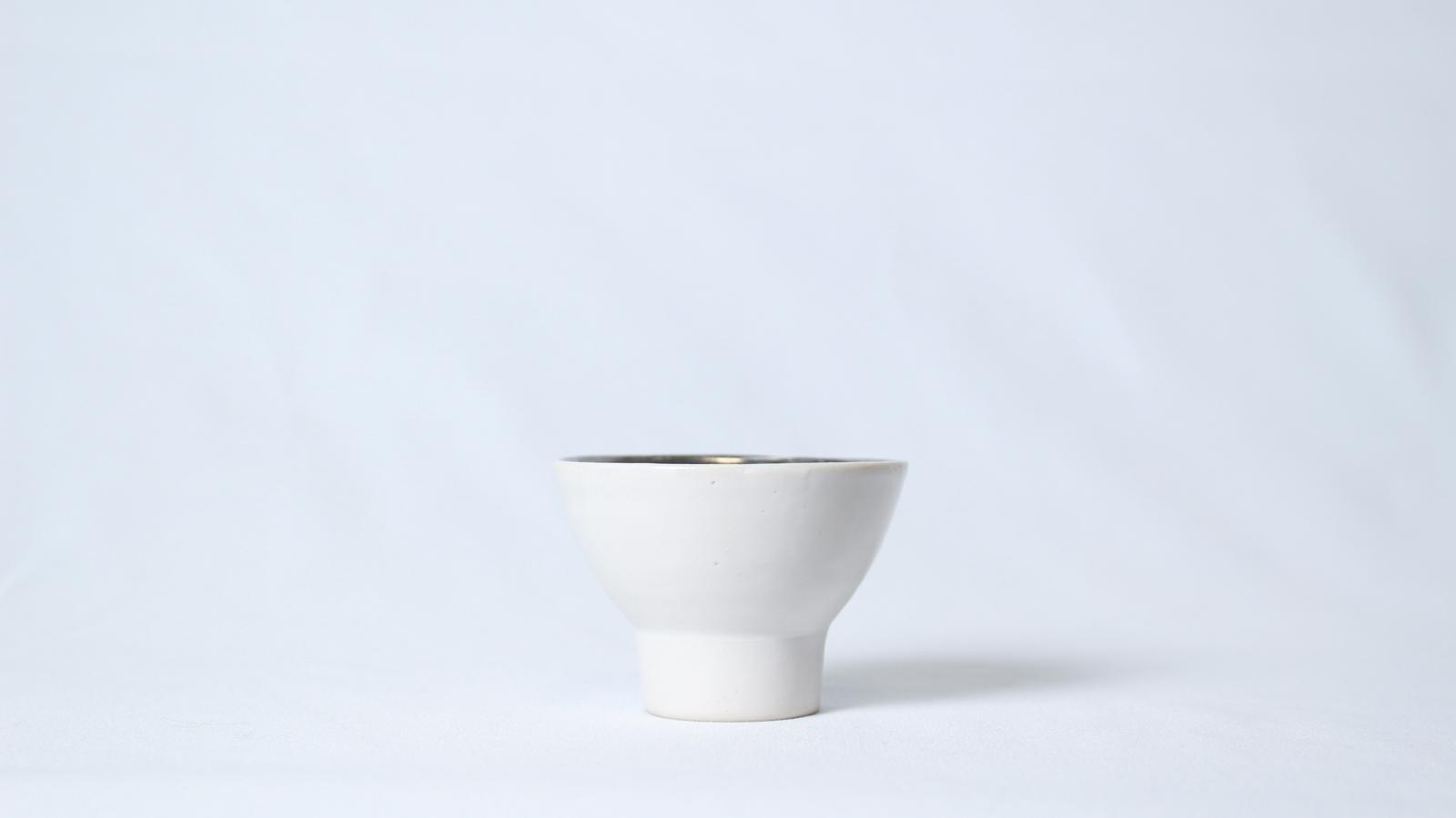 プラチナ銀彩 高台ぐい呑み(白)
